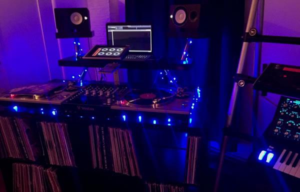 Construye tu cabina de dj con piezas de ikea - Muebles para dj ...
